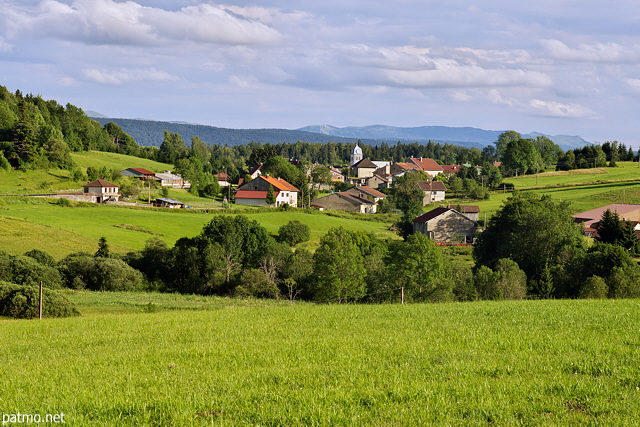 Image of the french countryside around Chateau des Pres in Jura department