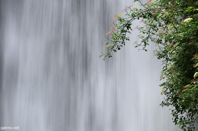 Image of the water curtain in Dorches waterfall