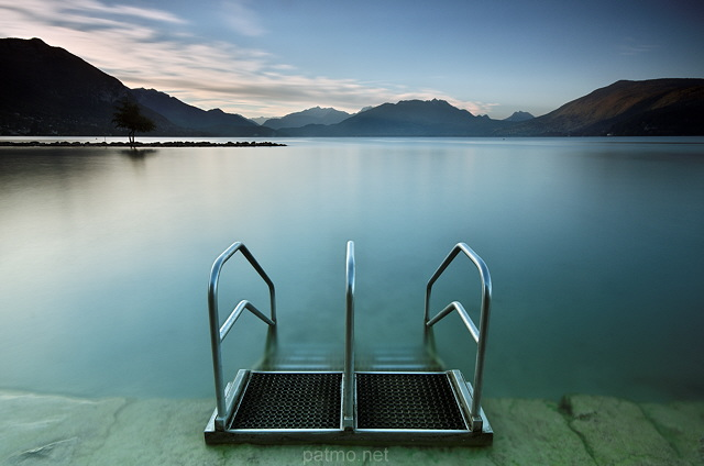 Image of Annecy lake and mountains at Albigny beach