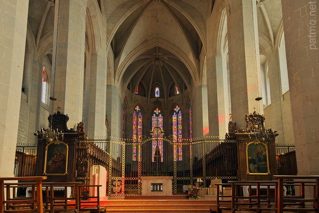 Photograph of the interior of Saint Claude Cathedral in french Jura