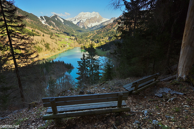 Photo of benches with a view on Vallon lake and Roc d'Enfer mountain
