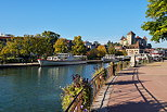 Photo of Annecy with the lake, the boats and the castle