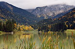 Photograph of lake Vallon in Bellevaux with an autumn atmosphere