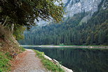 Photograph of an autumn path around the lake in Montriond