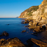 Photo of the cliffs of Bau Rouge beach on the Mediterranean coast in Provence